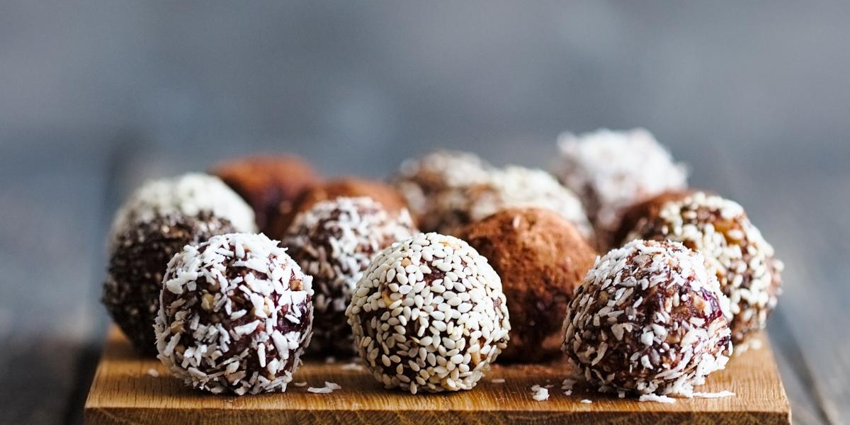 3 recettes d'Energy balls sans datte : quels ingrédients peuvent la remplacer ?